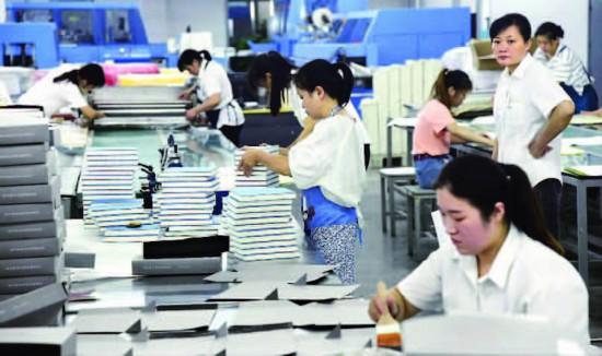 风声、雨声、印刷声上海书展开幕前探秘一线印刷车间