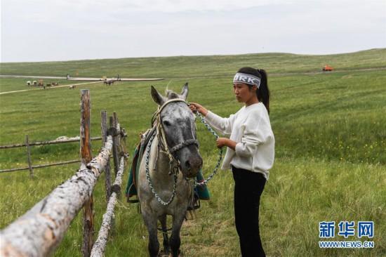 (图文互动)(1)姑娘纵马放声唱