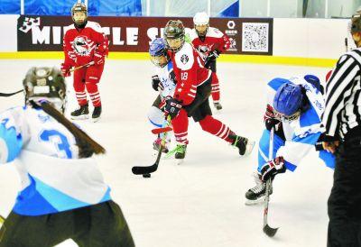 兩岸三地青少年進行女子冰球交流