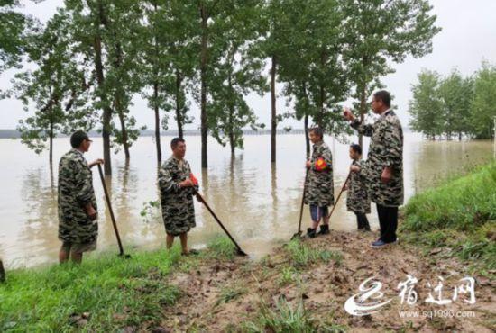 宿迁沭阳:万人固守保卫新沂河大堤