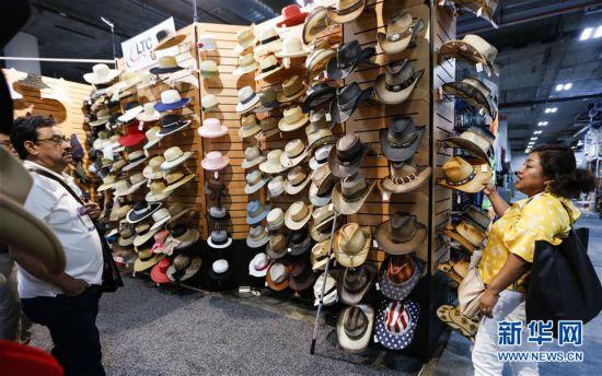 (国际・图文互动)(2)通讯:美国服装鞋帽商期盼中美经贸摩擦早日结束