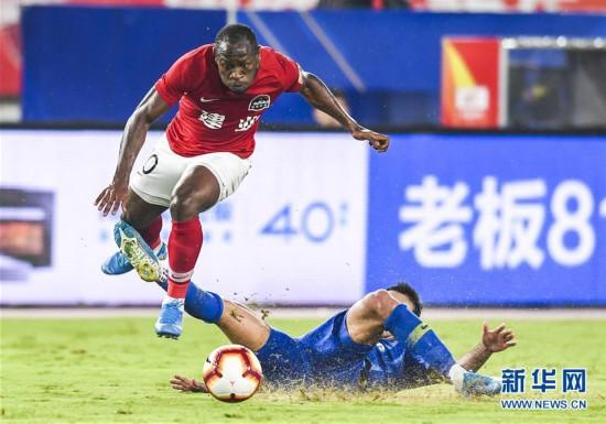 (体育)(2)足球――中超:江苏苏宁易购胜河南建业