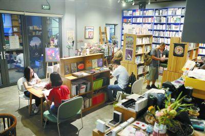 把書店變文化社交圈實體書店借戲劇演出等吸引愛書人