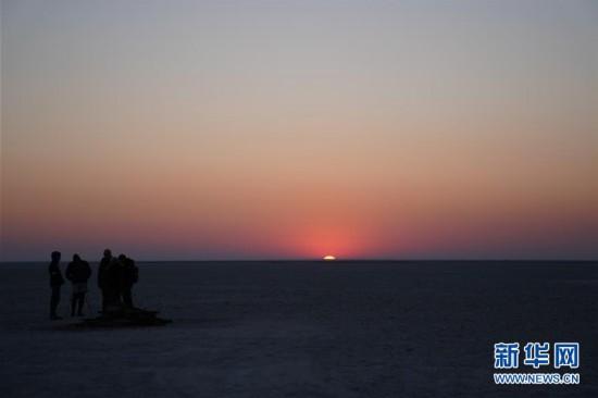 (国际)(4)在马卡迪卡迪盐沼过夜