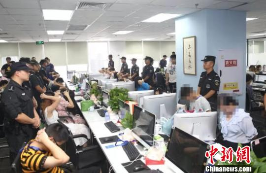 """重庆警方捣毁特大""""网络算命""""诈骗团伙刑拘嫌疑人210余名"""
