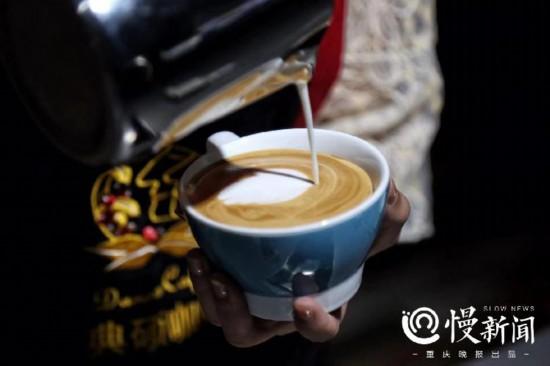 无声的表达他从街舞达人变身咖啡师