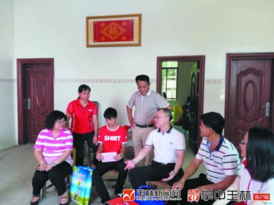 玉林市残联党支部深入贫困村开展帮扶助残系列活动