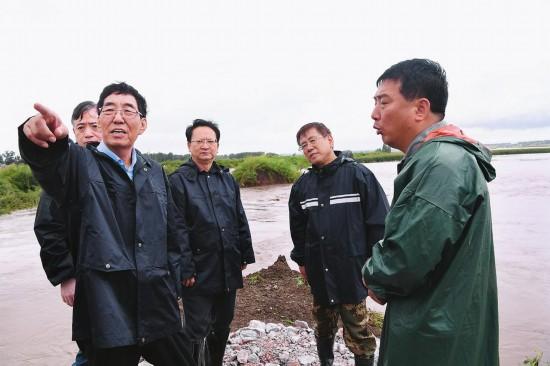 巴音朝鲁景俊海在长春市双阳区检查指导防汛抗灾工作