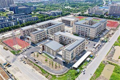 今年秋学期靖江三所新校园即将投用