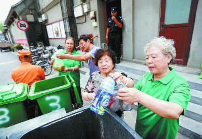 垃圾不落地 试点一年900多户街坊养成了分类投放垃圾新习惯
