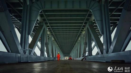 正在建设中的铁路桥 刘中桓摄