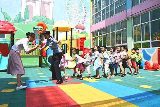 河南浚县:民警深入辖区幼儿园宣