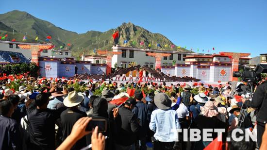 """""""心连心""""艺术团赴西藏慰问演出"""