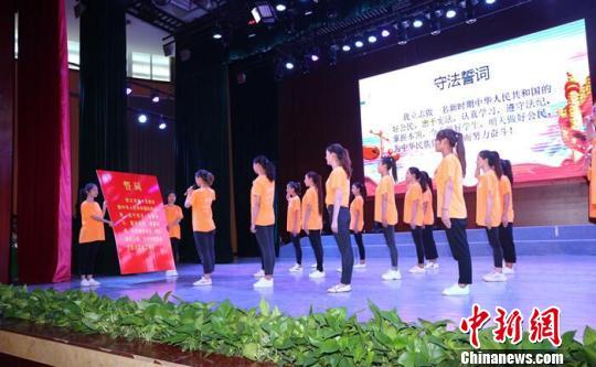 """四川""""宪法法律进高校""""接受教育师生超过20万人次"""