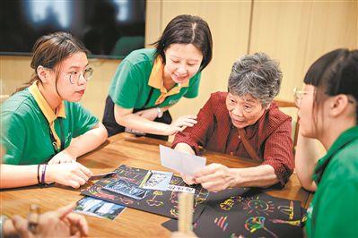 广州推出家庭养老床位试点 60岁以上可享专业养老服务