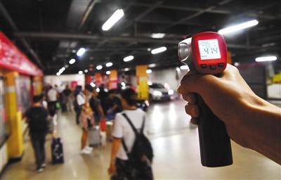 北京西站南广场地下停车场超40℃
