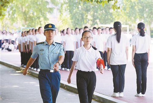 徐州初高中新生军训展开青春有我未来可期