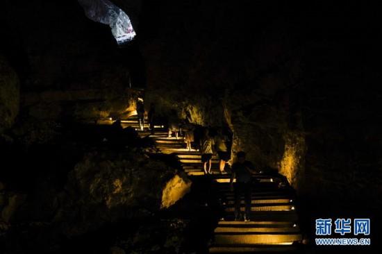 (美丽中国)(4)重庆金佛山:喀斯特地貌显奇观