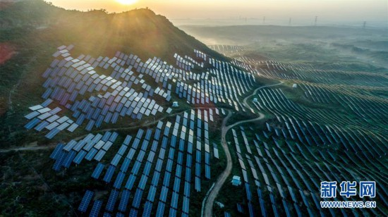 (经济)(1)河北内丘:荒山变身光伏电站