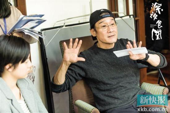 梁家辉处女作《深夜食堂》将上映 一人分饰剧组多角为演员示范演戏要领