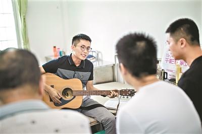 """广州特殊""""农场"""":为200多位精神疾病患者提供康复培训"""