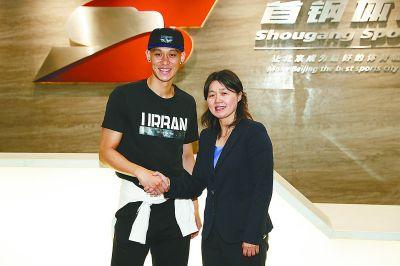 华裔球星林书豪加盟首钢男篮