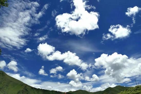西部旅游景观四面山与我永远彼此注视!