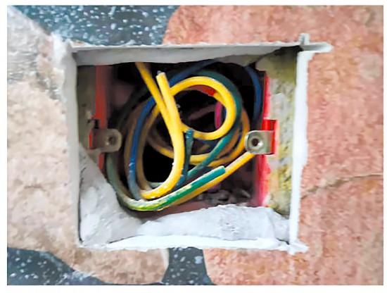装修整改没竣工施工人员却收工 这是怎么回事?