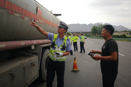 石嘴山市设立交警执法站已拦截违法车辆407辆