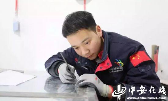 中国首枚!安徽学子斩获世界技能大赛建筑石雕项目金牌