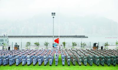 解放军驻港部队组织升国旗仪式
