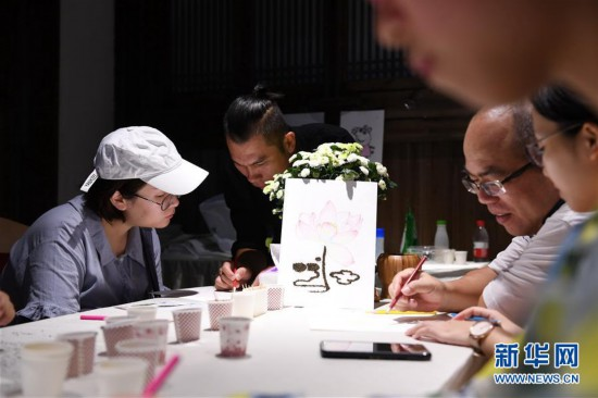 福建:变废为宝的茶画