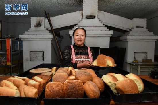 (图片故事)(1)传统列巴房里的工艺传承