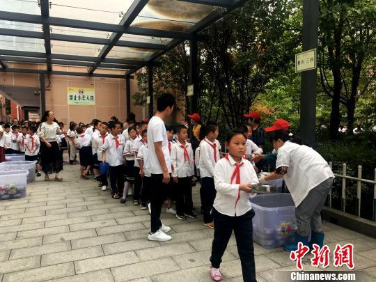 """中国第一所希望小学:让山区孩子从""""没学上""""到""""上好"""