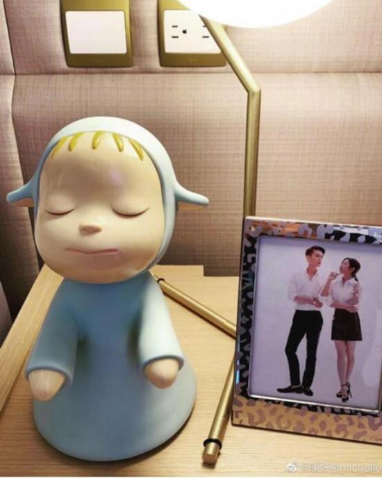 陈妍希晒生日礼物表白陈晓床头两人亲密合影抢镜