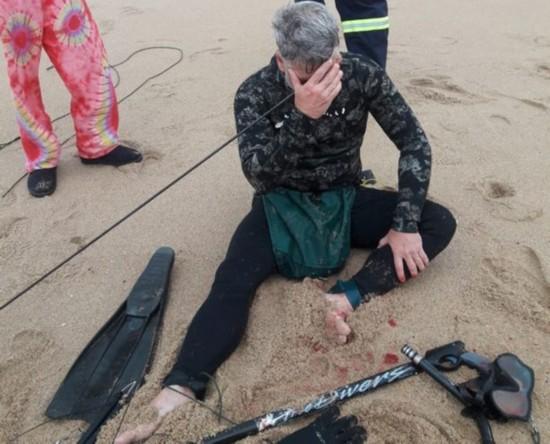 南非一男子海中潜水时不幸用捕鱼枪射穿自己头部