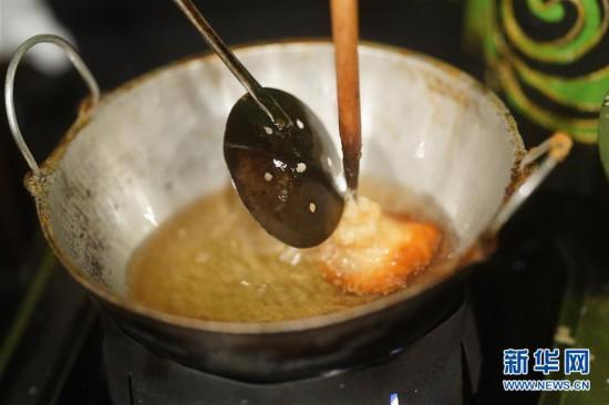 """(国际)(1)""""迎中秋""""世界各地传统糕点系列――斯里兰卡传统甜食油糕"""