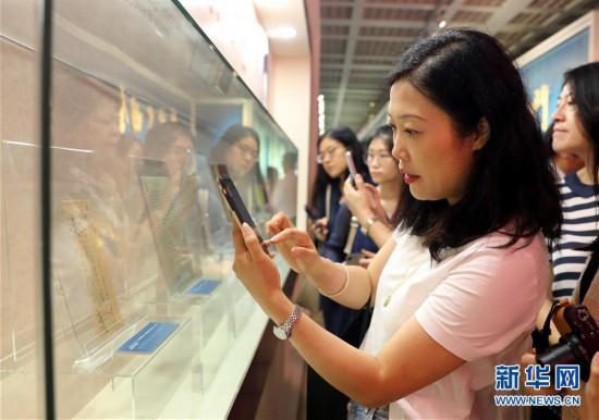 (图文互动)(1)上海举办宋庆龄文物文献特展 400余件珍品亮相