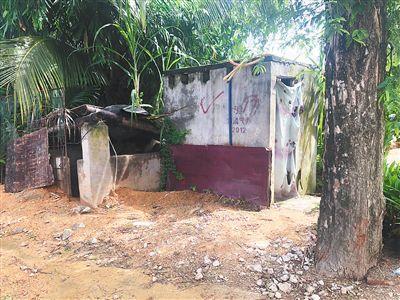 黑榜|三亞崖州區壩頭村:多個廁所年久失修破損嚴重