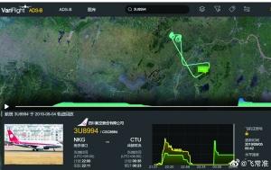 4日川航客机深夜遭鸟击 风挡出现裂痕返航南京