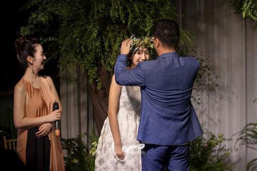胡军为女儿举办18岁成人礼 圈中好友到场祝贺