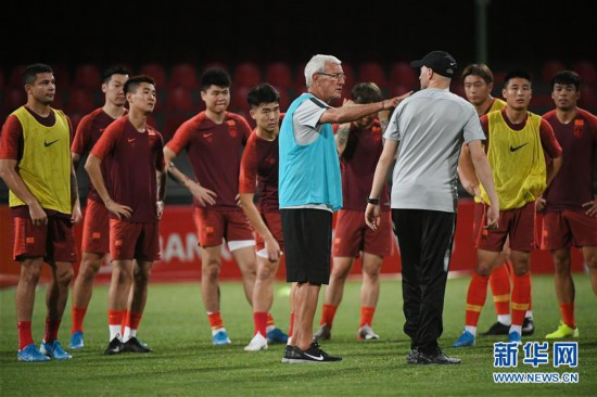 (体育)(5)足球――国足马尔代夫进行首次训练
