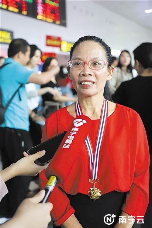 上林县瑶族妇女蓝连青荣获第七届全国道德模范孝老爱亲模范奖章