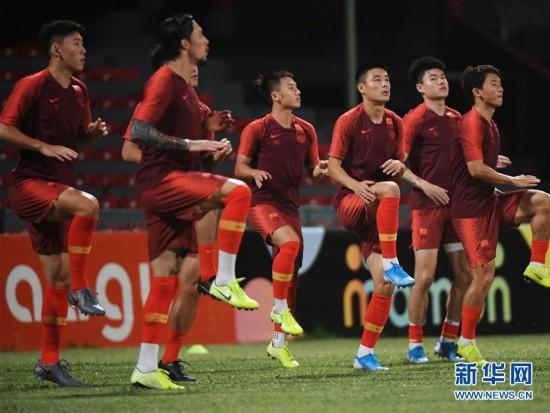 (体育)(9)足球――国足马尔代夫进行首次训练