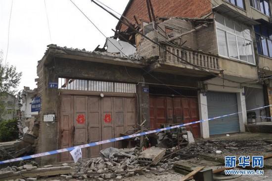 (社会)(1)四川威远地震灾区应急救援有序进行