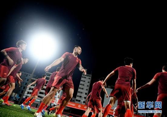(体育)(11)足球――国足马尔代夫进行首次训练