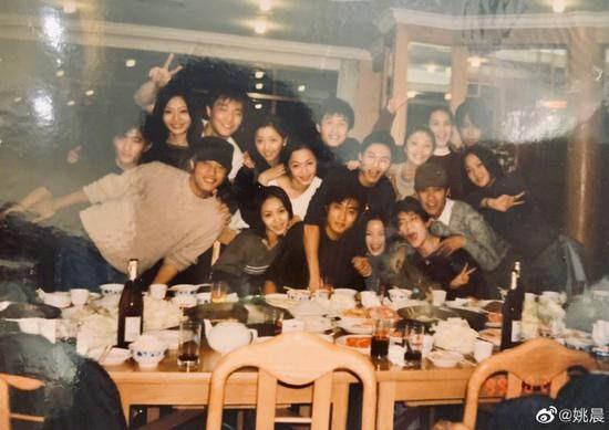 20年 姚晨晒大学同学合影 感叹理想永年轻