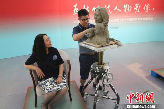 """中国美术馆""""为新时代人物塑像""""向教师致敬炫舞购物卷"""