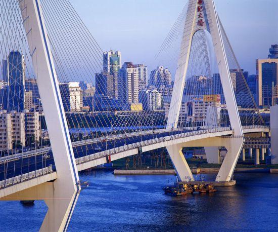 2.海口市和海甸岛之间的大桥――世纪大桥 黄一鸣 摄