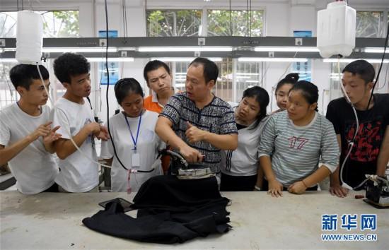 (教师节)(4)在特教学校里言传身教